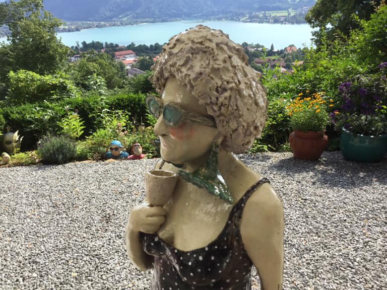 Traumhaft: Eine Skulptur vor dem Atelier der Künstlerin Hilo Fuchs