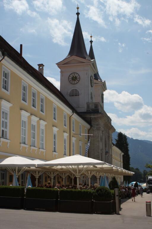 Einst Kloster, heute beherbergt das stattliche Gebäude auch Brauhaus und Bräustüberl