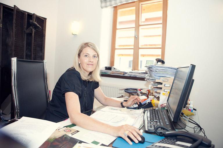 Hirschkuss-Produktion | Frau Waldherr-Merk