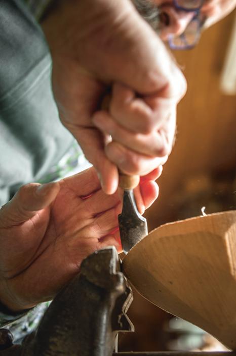 Der Handwerker besitzt diese filigranen Verwandten der Stemmeisen in vielen verschiedenen Größen.