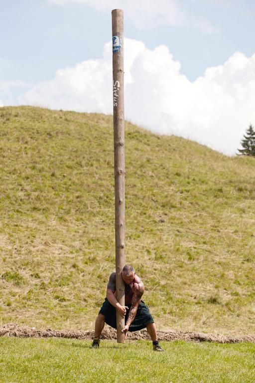 Die O'balandla | Baumstammweitwurf