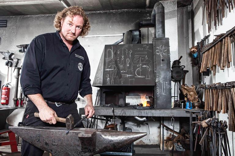 Kunstschmied Tom Carstens | Feinarbeit am Amboss